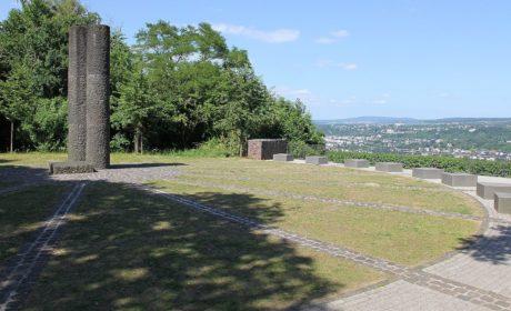 Rittersturz-Konferenz und Denkmal