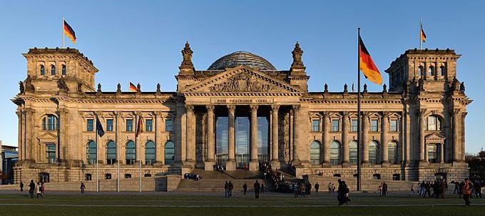 Ein Blick auf den Reichstag und den Platz der Republik